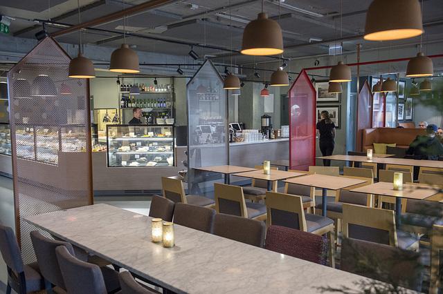 Mange bedrifter innen restaurant og overnatting har fått koronakompensasjon. I alt 12,8 milliarder kroner er delt ut. Foto: Marit Hommedal / NTB