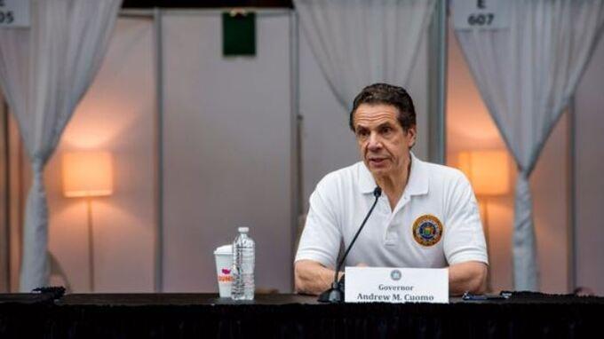 Guvernør Andrew Cuomo holder pressekonferanse i New York.