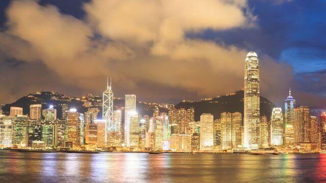 Hongkong (bildet) frykter virusvarianter og stanset mandag flytrafikken fra India, Pakistan og Filippinene.
