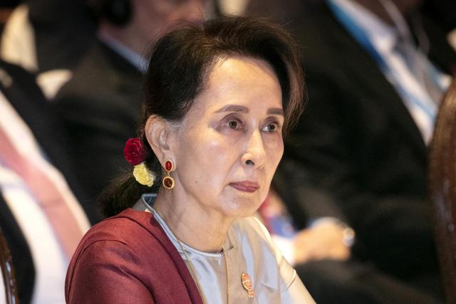Aung San Suu Kyi er tiltalt for oppvigleri. Tirsdag forklarte hun seg for første gang i saken. Hun risikerer flere tiårs fengsel. Foto: Wason Wanichakorn / AP Photo / NTB