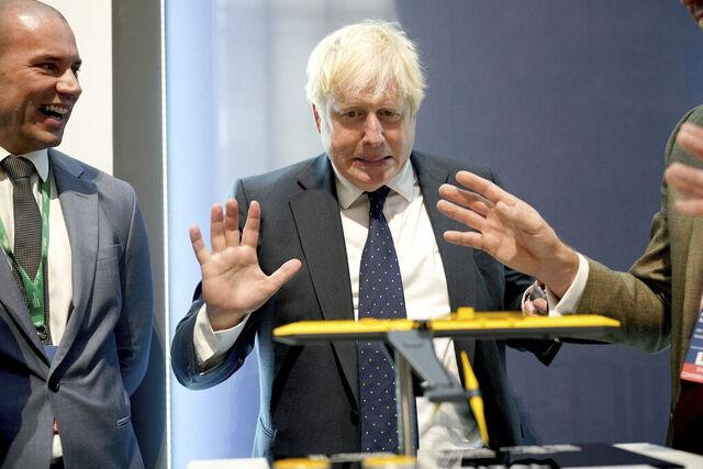 Den britiske statsministeren Boris Johnson legger fram en plan for grønn omstilling i Storbritannia. Foto: Yui Mok / PA via AP / NTB