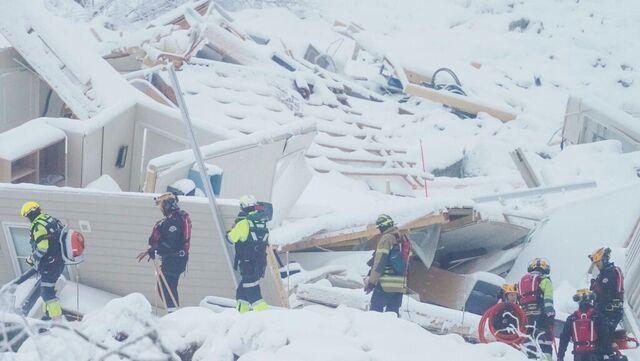Politiet forsetter søket etter de tre siste omkomne i Gjerdrum.