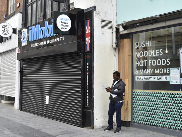 Stengte butikker og fabrikker og strenge smitteverntiltak førte til den største økonomiske nedturen i Storbritannia på over 40 år i første kvartal.