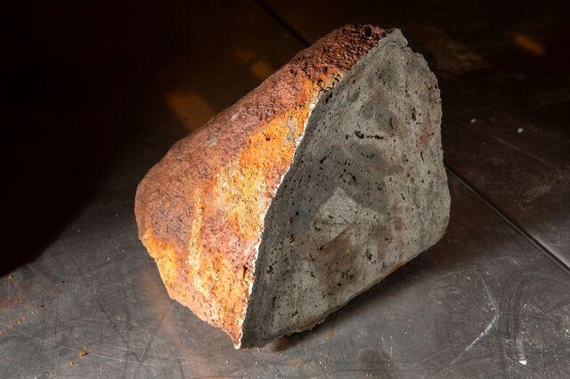 En sulfidprøve fra 3000 meters dyp på norsk sokkel. Sulfidforekomster inneholder ofte kobber, sink og kobolt, i tillegg til gull og sølv