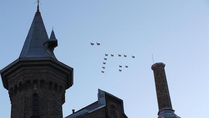 FORSVARETS FLY: Kommer over Bergen fredag klokken 12.25