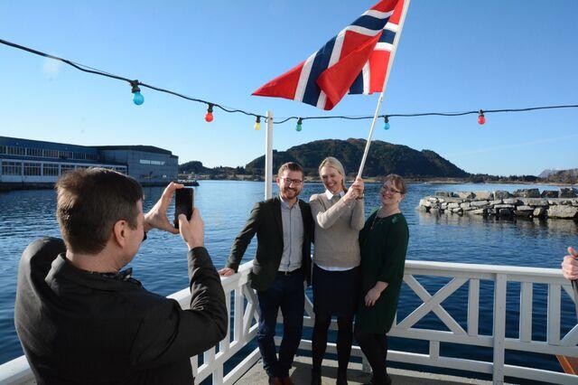 I 2017 feiret Randi Paulsen Humborstad (i midten) at Stad skipstunnel var kommet med i NTP. Her sammen med Venstre-politikerne Alfred Bjørlo (tar bilde), Sveinung Rotevatn og Lena Landsverk Sande.