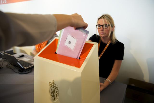 Valgdeltakelsen ligger an til å bli i underkant av 77 prosent ved årets stortingsvalg. Foto: Cornelius Poppe / NTB