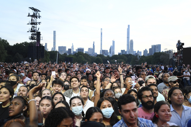 Publikum venter på at konserten Global Citizen Live skal starte i Central Park i New York lørdag. Foto: Evan Agostini / Invision / AP / NTB