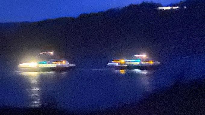 MÅTTE SLEPAST: M/S «Tranen» måtte slepast til land i Bekkjarvik i kveld.