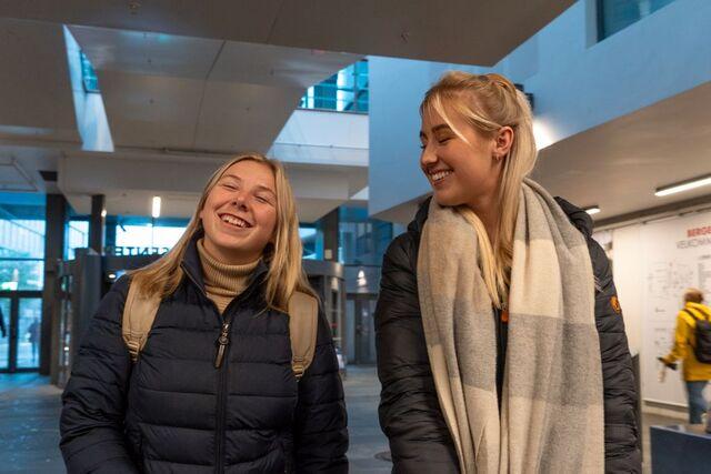 Trude Opheim (til v.) og Caroline Birkeland