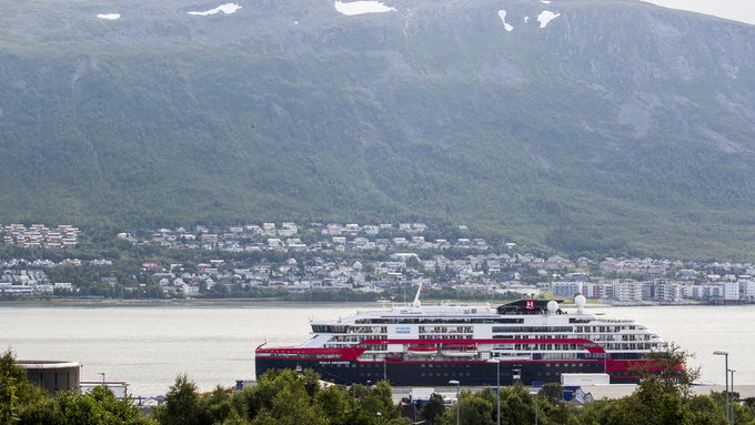 MS Roald Amundsen i Tromsø tirsdag.