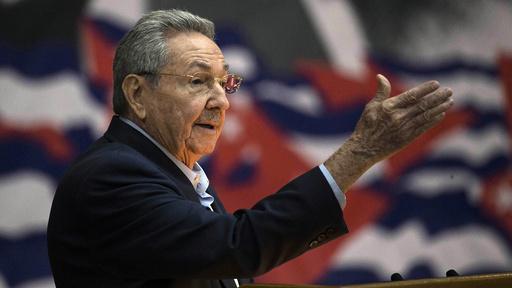 Daværende president Raul Castro på et bilde fra 2016. Castro er i dag 89 år gammel, og kunngjorde fredag at han trekker seg som leder av Cubas kommunistparti. Foto: Ismael Francisco / Cubadebate / AP / NTB