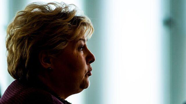 Statsminister Erna Solberg (H) holdt mandag et videomøte med sin svenske motpart Stefan Löfven. Bildet er fra et arrangement på Deichman i august.
