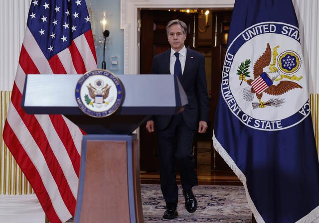 USAs utenriksminister Antony Blinken sier at landet vil hjelpe alle amerikanere som ønsker å forlate Afghanistan. Ifølge ham er det igjen mindre enn 200 amerikanere i landet. Foto: Jonathan Ernst / Pool via AP / NTB