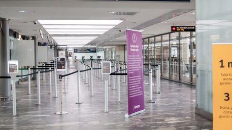 Ingen ansatte i passkontrollen på Oslo lufthavn blir satt i karantene etter at en koronasmittet mann tok flyet til Doha onsdag.