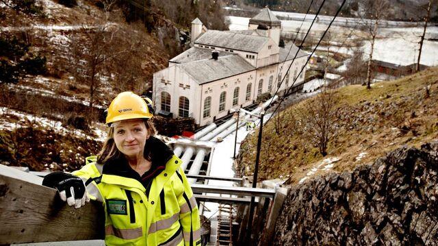 Konsernsjef Jannice Hilland i BKK ved Frøland Kraftstasjon