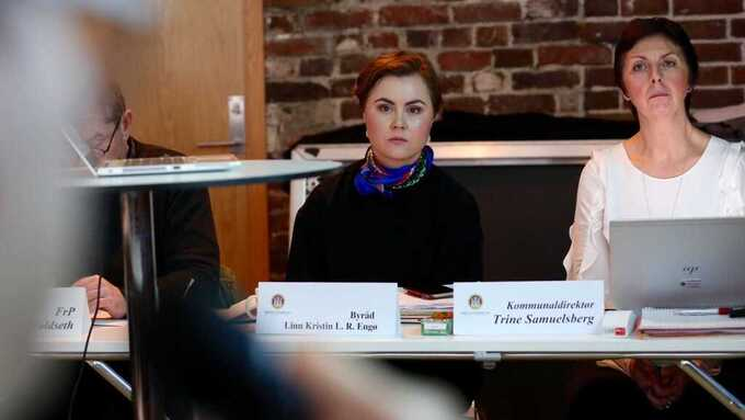 Skolebyråd Linn Kristin Engø, her med kommunaldirektør Trine Samuelsberg.