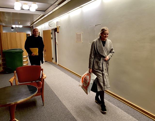 Trygve Slagsvold Vedum og Emilie Mehl på vei ut fra møte i Stortinget onsdag kveld