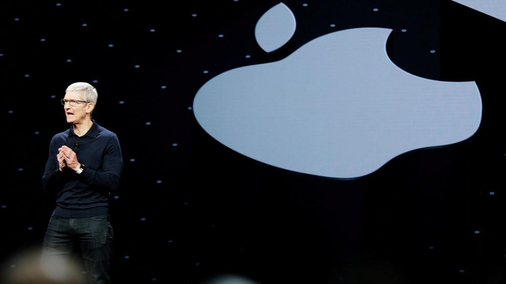 <p><b>AKSJERAS:</b> Apple-aksjen stuper fra start torsdag etter varselet om svakere omsetning. Her Apple-sjef Tim Cook ved en tidligere anledning.</p>