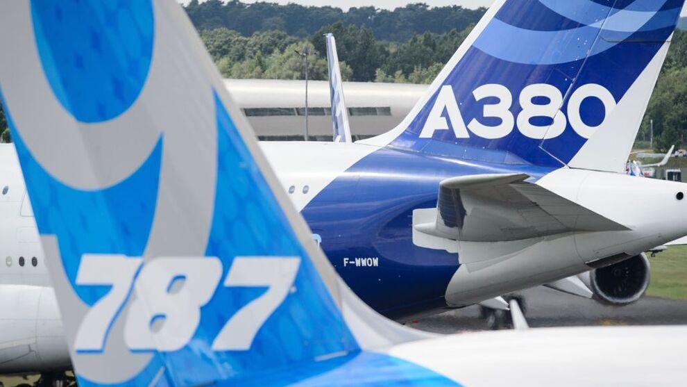 <p><b>KONKURRENTER</b>: Europeiske Airbus og amerikanske Boeing er verdens to største flyprodusenter. I år kan det ligge an til et tronskifte.</p>
