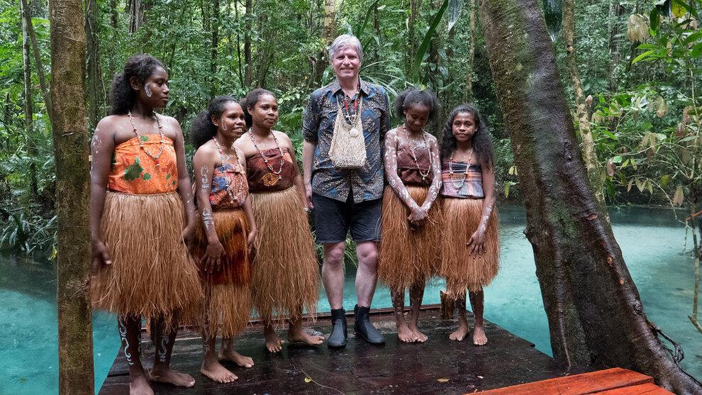 Ola Elvestuen besøkte Indonesia i februar, for å forsterke klima- og skogsamarbeidet mellom Norge og Indonesia. Her fra besøket hos urfolk i den skogrike republikken Vest Papua.