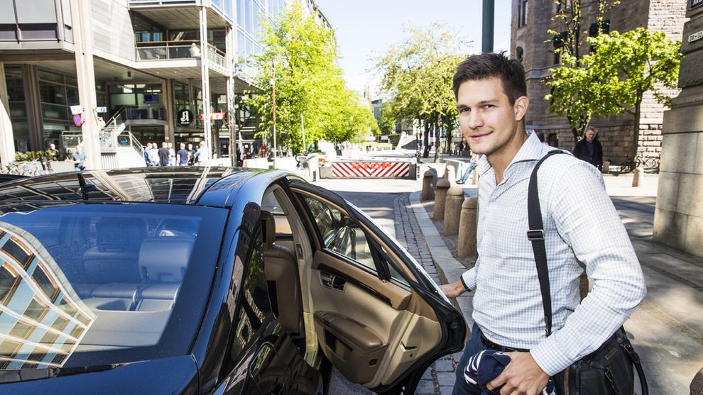 <p><b>PÅ PAUSE:</b>Uber, som leverer taxitjenester, setter aktiviteten sin på pause i påvente av nye regler. Dette er sjefen for Uber Norge, Carl Edvard Endresen.</p>