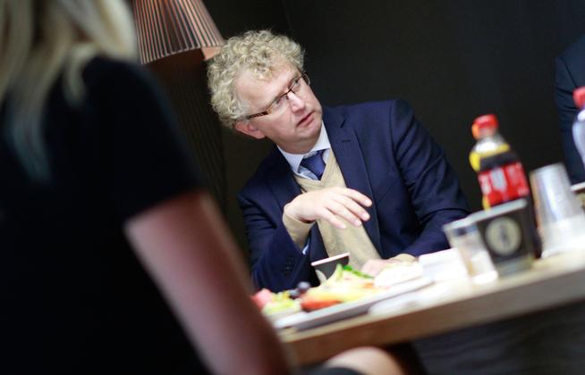 <p><b>ADVARER:</b> Jan Ludvig Andreassen, sjeføkonom i Eika</p>