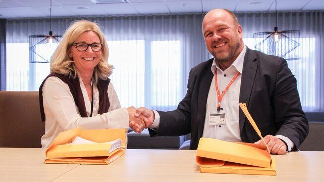 Kontraktssignering med Kristin Færøvik, administrerende direktør i Lundin Norway og Atle Nottveit fra Schlumberger.