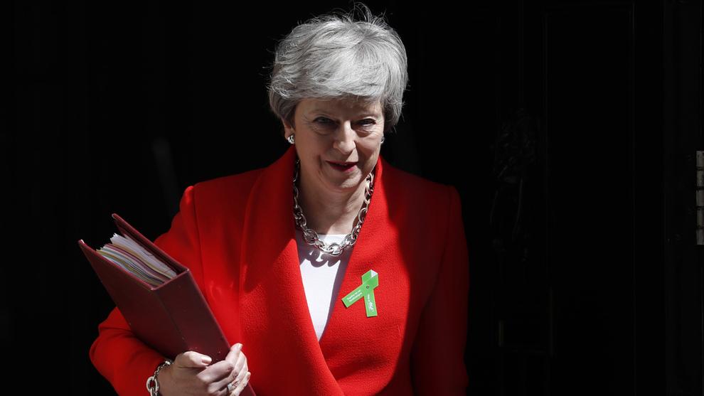 <p>Storbritannias statsminister Theresa May på vei ut av 10 Downing Street.</p>