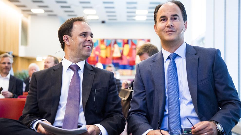 <p><b>BEDRING</b>: Aker Solutions øker resultatene. Her konsernsjef i Aker Solutions, Luis Araujo (t.v.), og finansdirektør Svein Stoknes.</p>