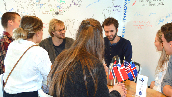 <p><b>SILICON VALLEY:</b> Fredrik Thomassen og Sondre Rasch forteller at de er meget inspirert etter bare noen dager i USAs tech-hovedstad. Her er de i Nordic Innovation House.<br/></p>