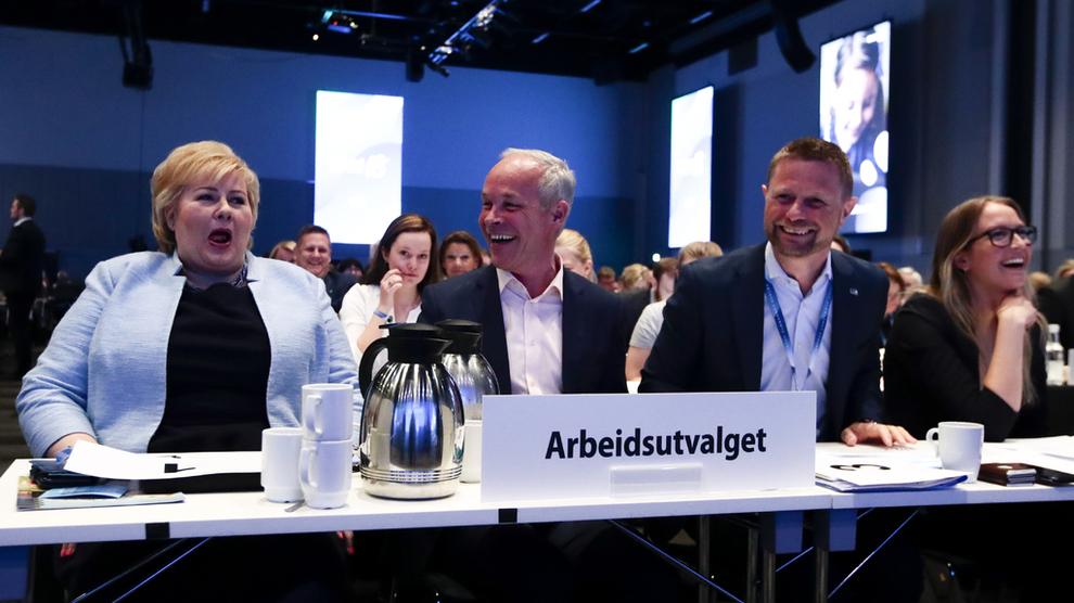 <p><b>AVSTEMNING:</b> Statsminister Erna Solberg (Høyre)(t.v.), Jan Tore Sanner og Bent Høie under Høyres landsmøte på Gardermoen lørdag.</p>