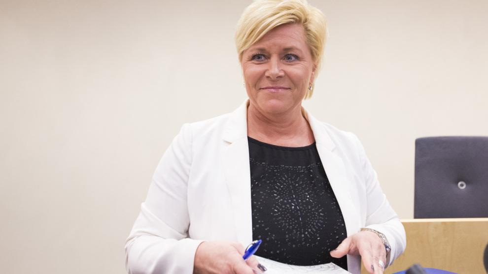 <p><b>OLJEFOND-PRESENTASJON:</b> Finansminister Siv Jensen øker grensen for eiendomsinvesteringer for Oljefondet.</p>