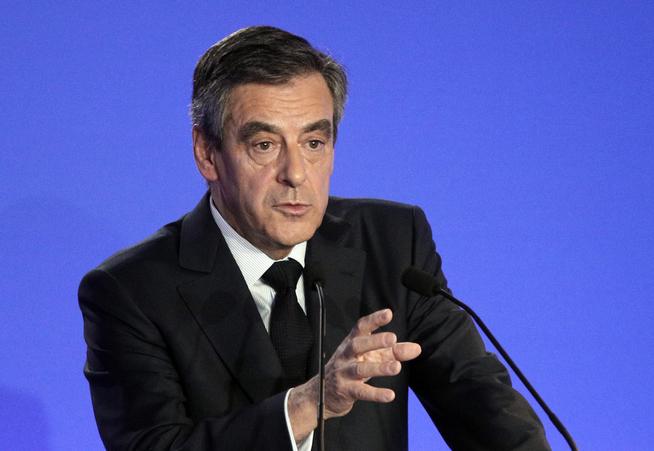 <p>KJEMPER FOR SITT POLITISKE LIV: Den franske presidentkandidaten må svare François Fillon må svarer for alvorlige nepotismeanklager mandag. Under pressekonferansen fremholdt han at han ikke har noe å skjule, og at han ikke vil trekke seg som kandidat.</p>