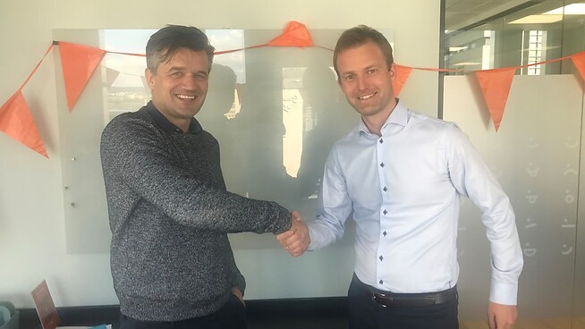 <p><b>SAMARBEIDER</b>: Vipps-sjef Rune Garborg (t.v.) og landsjef i Nets, Frode Åsheim.</p>