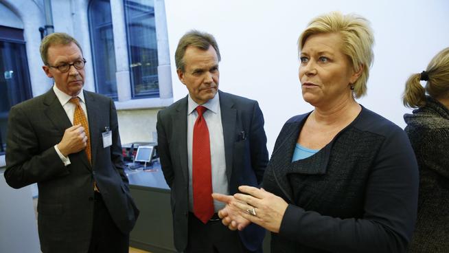 <p><b>UT MOT SIVS BOLIGLINJE</b>: Finans Norge-sjef Idar Kruetzer (t.v.), her avbildet sammen med finansministeren i en tidligere anledning.</p>