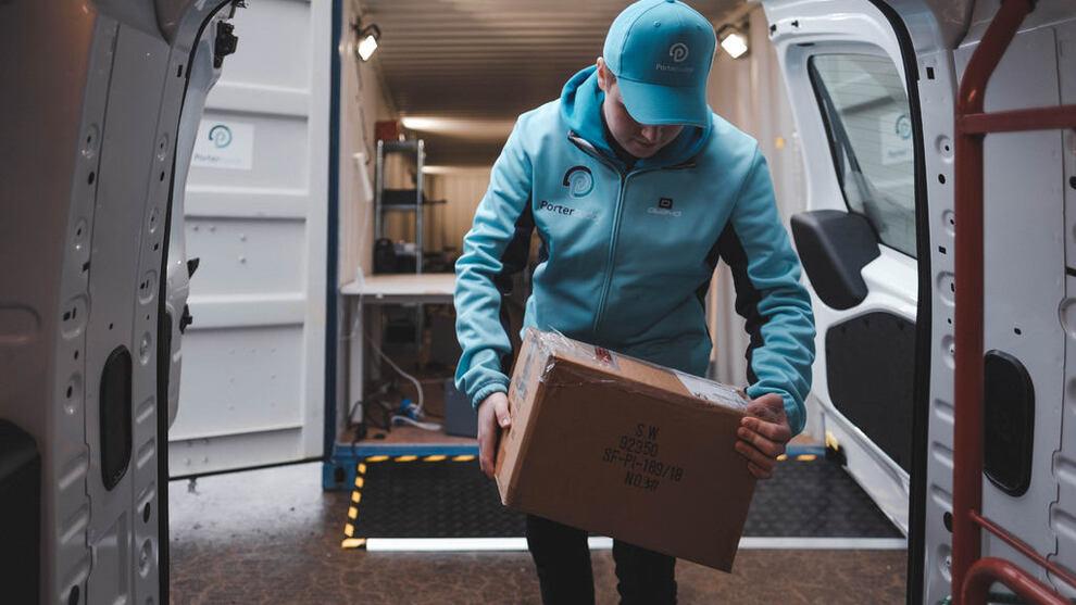 <p><b>LEVERING:</b> Porterbuddy bruker blant annet budbilselskaper og ledig kapasitet i Oslo Taxi til å levere varer til kundene sine - samme dag som de bestilte produktet.</p>