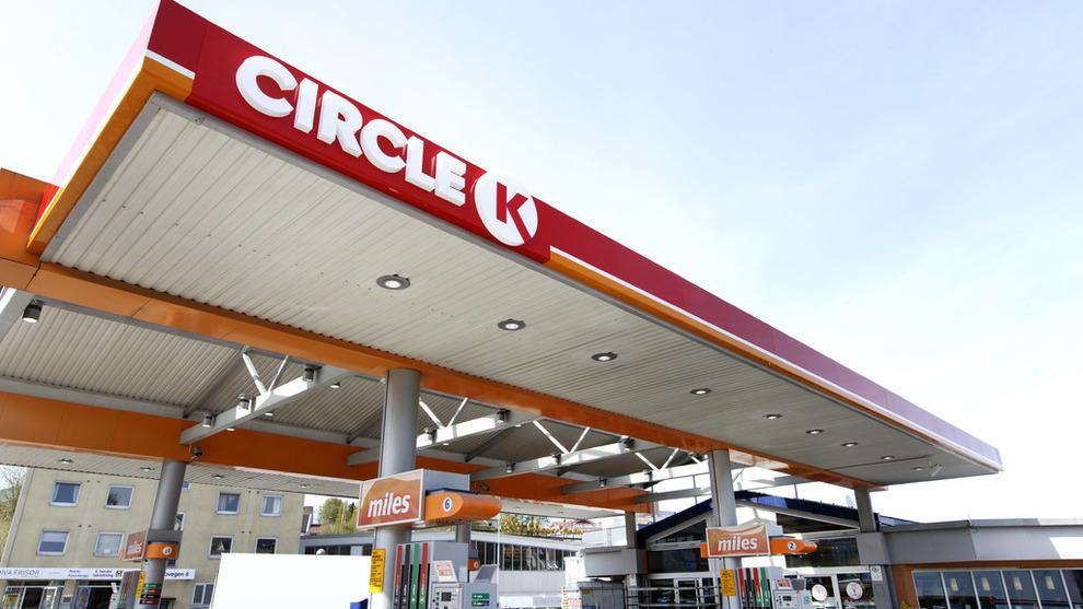 <p><b>REKORD</b>: Bensinprisen passerte igjen 17 kroner literen før påske, et nivå den sist var på i fjor høst da oljeprisen var på sitt høyeste på flere år.</p>