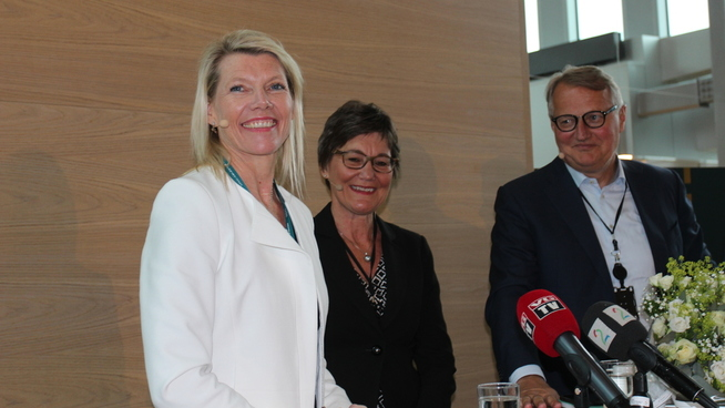<p><b>LEDERSKIFTE:</b> F.v. Påtroppende DNB-sjef Kjerstin Braathen, styreleder Olaug Svarva og avtroppende DNB-sjef Rune Bjerke. Braathen overtar fra 1. september.</p>