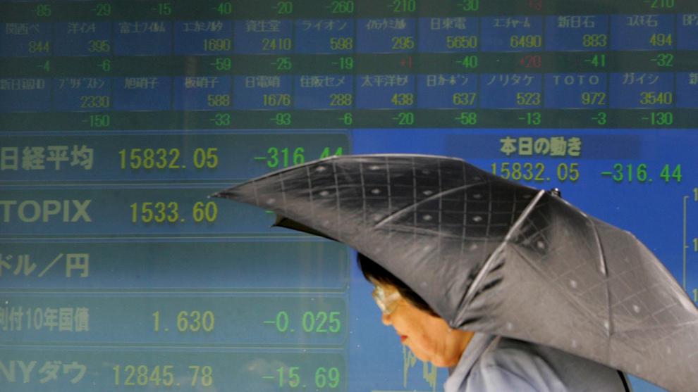 KRISER: Japans økonomi har hatt store problemer siden slutten av 80-tallet. Renten har vært på null eller negativ siden 1999, og landets statsgjeld er over 250 prosent av BNP. Dette bildet er tatt etter at børsene i Japan, i liket med store deler av resten av verden, krasjet i 2007.