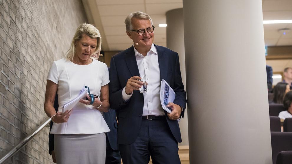 <p><b>RESULTATER:</b> DNB-sjef Rune Bjerke sammen med finansdirektør og påtroppende sjef Kjerstin R. Braathen. Bildet er fra en tidligere anledning.</p> <p>Foto: Heiko Junge / NTB scanpix</p>