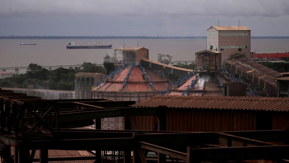 <p><b>HALV MASKIN:</b> Hydros alumina-raffineri Alunorte får fortsatt ikke gjenoppta full produksjon.</p>