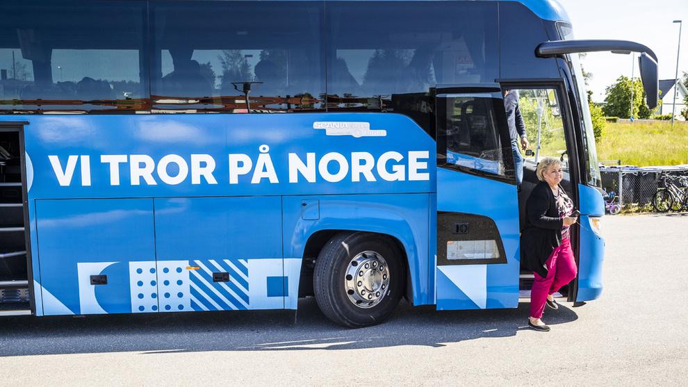 <p><b>LOVER KUTT:</b> Statsminister Erna Solberg mener tiden for å busser som går på diesel er talte, og lover store utslippskutt i valgkampen som pågår for fullt i disse dager.</p>