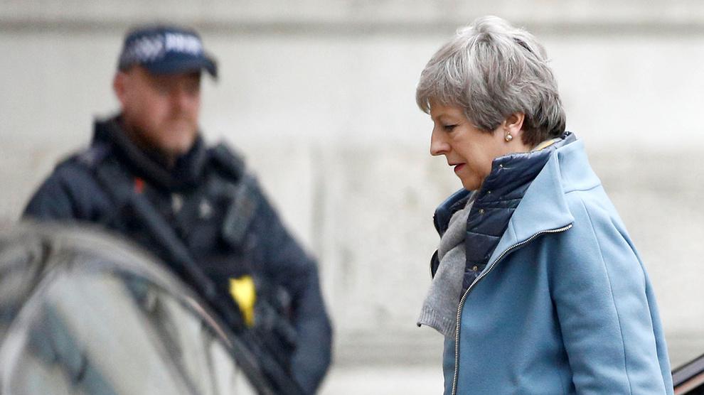 <p><b>BREXIT-KAOS:</b> Det er en usikker fremtid som venter Storbritannia og Theresa May.</p>