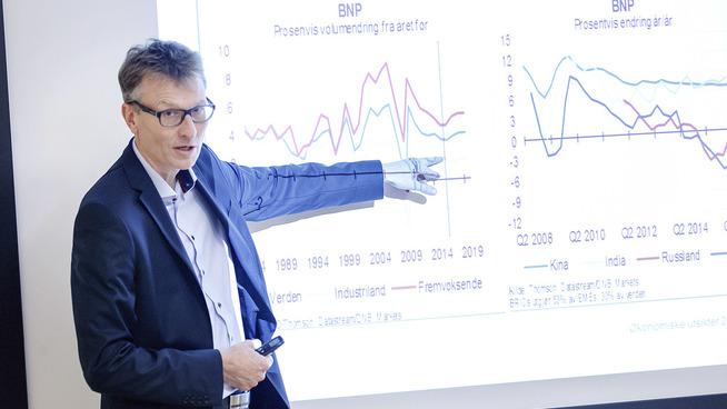 <p><b>RISIKOPRESENTASJON:</b> Seniorøkonom Knut A. Magnussen presenterte utsiktene for verdensøkonomien onsdag.</p>