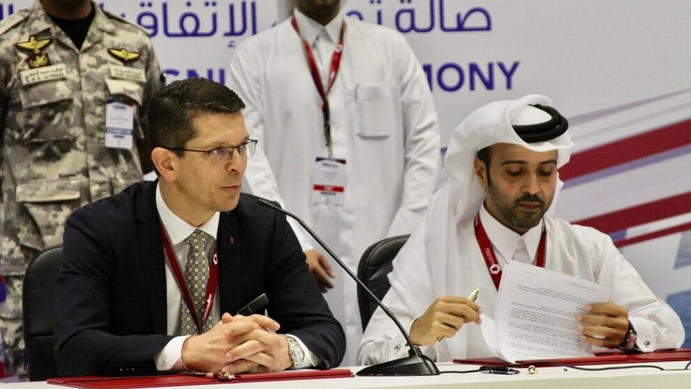 <p><b>VENTER ENDA STØRRE INNTEKTER:</b> Konsernsjef Geir Håøy i Kongsberg Gruppen signerte i mars gigantavtalen med konsernsjef i Barzan Holdings, Nasser Hassan Al-Naimi, under Doha International Maritime Defense Exhibition (Dimdex).</p>