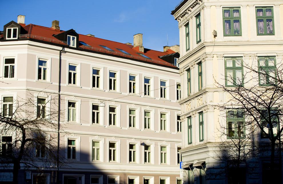 <p><b>TIL VÆRS:</b> Veksten i boligprisene i hovedstaden ser ikke ut til å stoppe opp med det første. Her fra Enerhaugen på Tøyen mandag ettermiddag.</p>