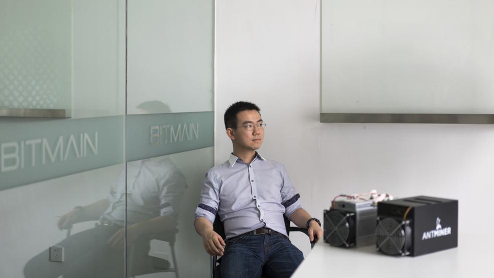 <p><b>BITCOIN-MILLIARDÆR:</b> Bitmain, selskapet som ofte omtales som verdens mest verdifulle bitcoin-selskap etablerte seg i Norge i. Avbildet er Jihan Wu, som er en av to grunnleggere av selskapet som ifølge Bloomberg er verdt rundt 8,8 milliarder dollar. Gründerne eier 60 prosent av Bitmain. Wu er også styreleder i det norske selskapet.</p>
