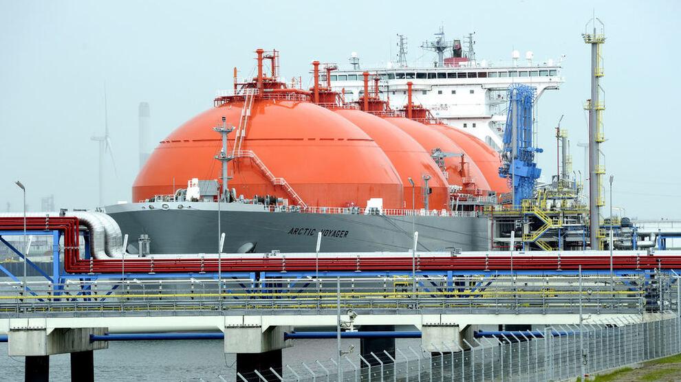 <p><b>PRISFALL:</b> Prisene på gass i Europa har falt kraftig. Her LNG-skipet Arctic Voyager i Rotterdam.</p>