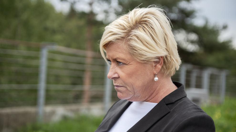 <p><b>SVARER IGJEN:</b>Finansminister Siv Jensen har ikke tenkt å si opp leieavtalen med milliardær Johan H. Andresen om en hytte i Oslofjorden. Det skriver hun i et nytt svar til Stortinget om saken.</p>